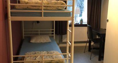 2-bed room